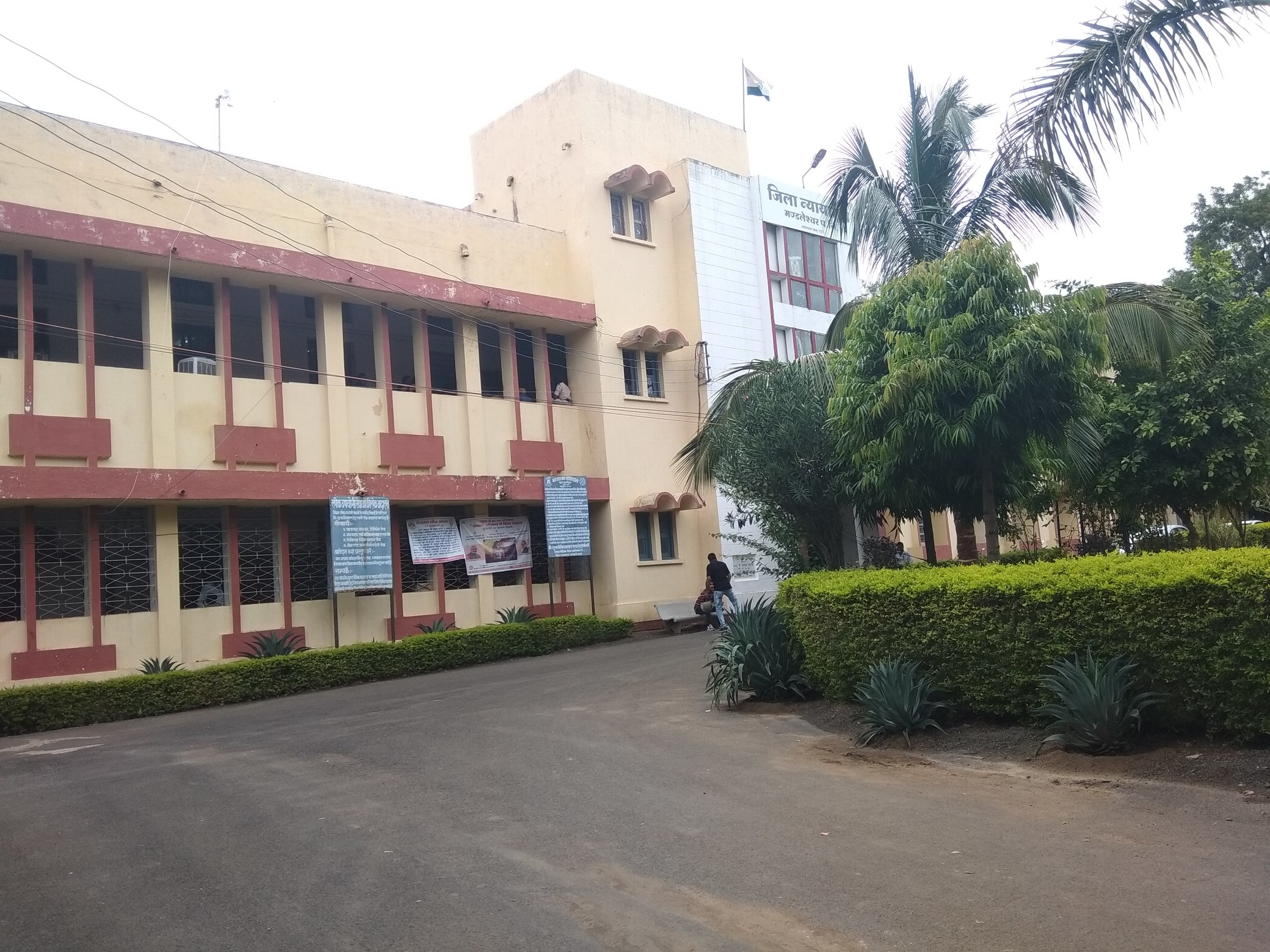 Mandleshwar court building
